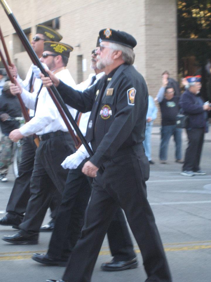 http://www.rumpsville.com/2011/11/11/paradeDad2.jpg